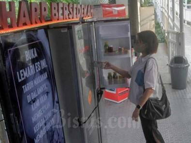 PT Sharp Electronics Indonesia Sediakan Lemari Es di Tempat Publik