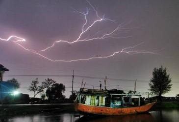 Cuaca Jakarta 6 Mei, Hujan Disertai Kilat di Jaksel dan Jaktim