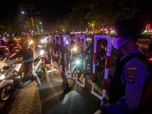 Petugas Gabungan Lakukan Pembatasan Arus Masuk di Kota Banjarmasin