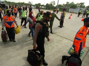 Tertangkap Saat Penyekatan, Pemudik Yang Menggunakan Travel Gelap Diturunkan di Jalan Tol