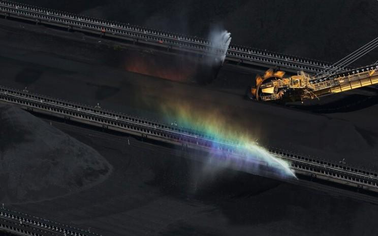 fasilitas conveyor belt di salah satu tambang batu bara Australia -  Bloomberg