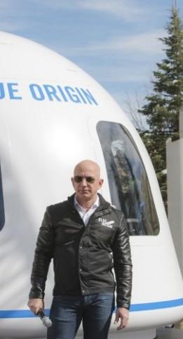 Jeff Bezos Lelang Kursi Penerbangan ke Luar Angkasa Bareng Blue Origin, Berminat?