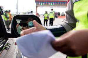 Petugas Gabungan Mulai Melakukan Penyekatan di Jalan Tol Sumatra