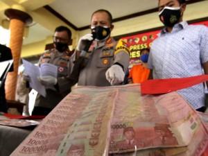 Polisi Tangkap Pembuat Uang Palsu di Jawa Timur