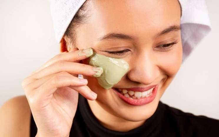 Perawatan wajah dengan clay