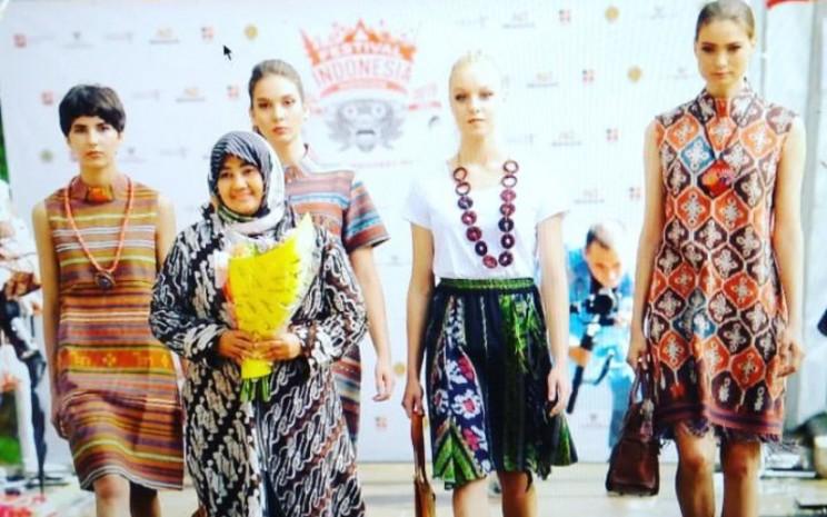 Emma Little Things kemudian rajin menjadi salah satu bagian dari pameran UMKM yang diadakan pemerintah, termasuk KBRI dan Indonesia Trade and Promotion Centre (ITCP).  - Emma Little Things