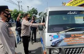 Mudik Dilarang, Polisi Putar Balik 500 Kendaraan di Perbatasan Kediri-Kota Baru