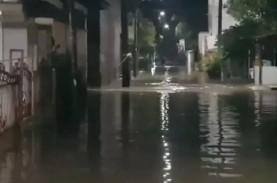 Sudin Gulkarmat Jatim Sedot Banjir di Cipinang Melayu