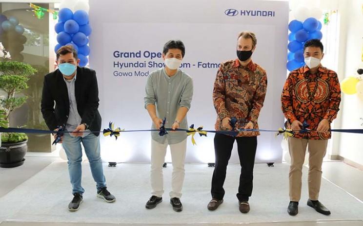 Pembukaan dealer baru Hyundai di Fatmawati, Jakarta dihadiri oleh manajemen PT Gowa Modern Motor dan Hyundai Indonesia.  - Hyundai