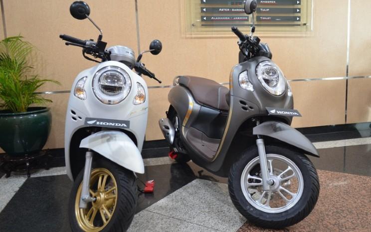 Pilihan Skutik Honda Jelang Lebaran 2021, BeAT atau Scoopy? - Otomotif  Bisnis.com