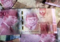 Wajah Bung Karno dan Bung Hatta terpampang dalam uang kertas pecahan Rp100.000./Bloomberg-Brent Lewin