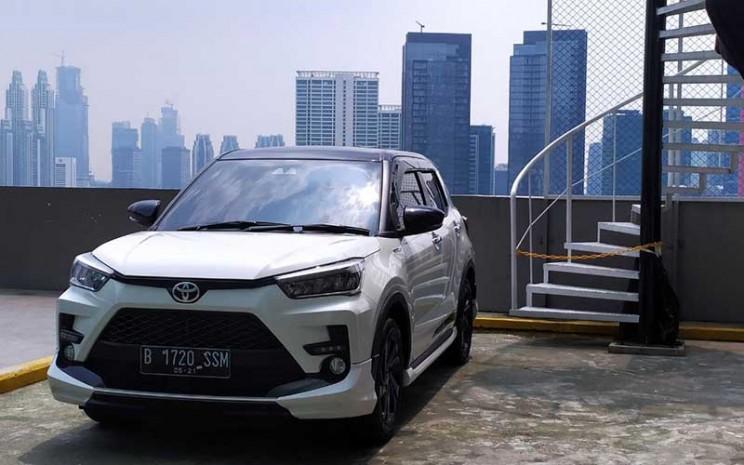 Toyota Raize 1.0 turbo GR Sport tampil dengan warna dual tone.  - Bisnis/Muhammad Khadafi