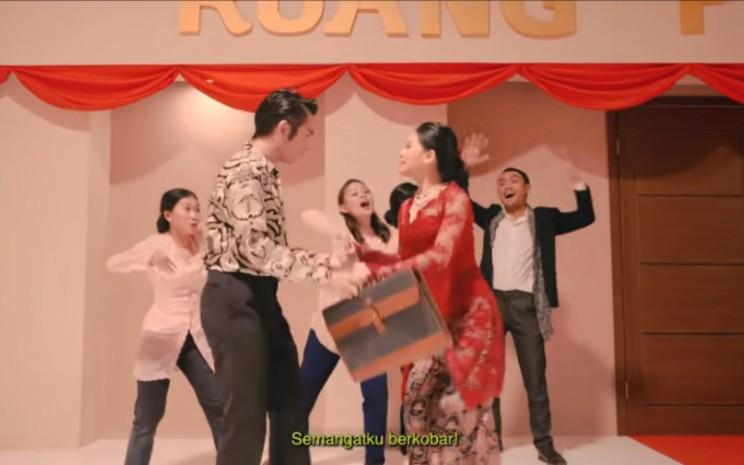 Drama Musikal DPR. Banyak yang mengira video ini mengkritisi DPR, tetapi sebenarnya juga mengkritisi rakyat.  - Youtube