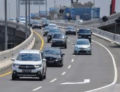 Jumlah Kendaraan Keluar Jakarta Turun 44,72 Persen di 4 Gerbang Tol