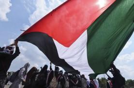 Warga Palestina di Masjid Al Aqsa Diserang Israel,…