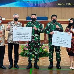 Bank Mandiri Berikan 30.000 Paket Sembako Untuk TNI AL