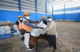 Pelindo III Salurkan 37.000 Paket Sembako untuk Warga Sekitar Pelabuhan