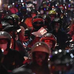 Ribuan Pemudik Tertahan di Pos Penyekatan Bekasi -Karawang