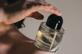 Selain Pakaian dan Riasan, Pilihan Parfum Mencerminkan…