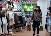 Asosiasi Pengelola Pusat Perbelanjaan Indonesia memproyeksi tingkat kunjungan dan penjualan di pusat perbelanjaan pada momentum Ramadhan dan Idul Fitri tahun ini meningkat sekitar 30 hingga 40 persen dibandingkan Idul Fitri tahun lalu. ANTARA FOTO/Sigid Kurniawan/rwa.