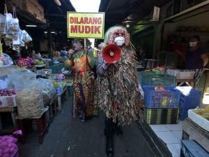 Polisi Sosialisasikan Larangan Mudik Lebaran di Pasar Tradisional