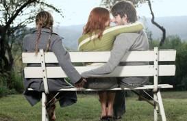 Perhatikan, 4 Tanda Pasangan Jatuh Cinta Dengan Orang lain