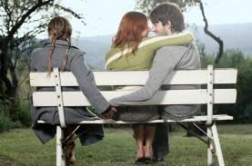 Perhatikan, 4 Tanda Pasangan Jatuh Cinta Dengan Orang…