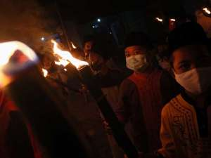 Meski Pandemi, Anak-Anak TPQ di Jawa Timur Tetap Mengikuti Pawai Obor