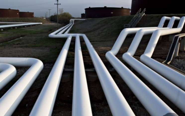 Pemandangan pipa minyak di dekat pusat penyimpanan di Cushing, Oklahoma. - - Bloomberg.
