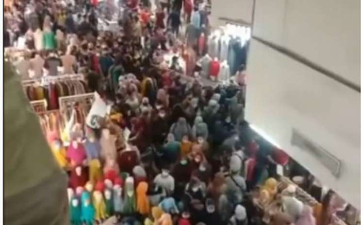 Kerumunan di Pasar Tanah Abanng - Instagram@Inul