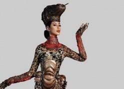 Mewah dan Liar! Ayu Maulida Kenakan Kostum Komodo di Panggung Miss Universe