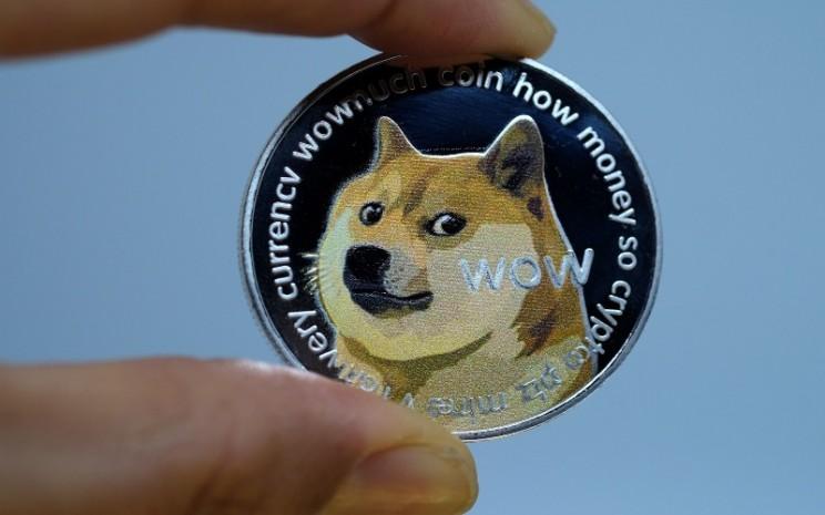 Dogecoin yang mengalami kenaikan harga, menggantikan Bitcoin yang sebelumnya telah mencetak kenaikan signifikan. (Bloomberg)