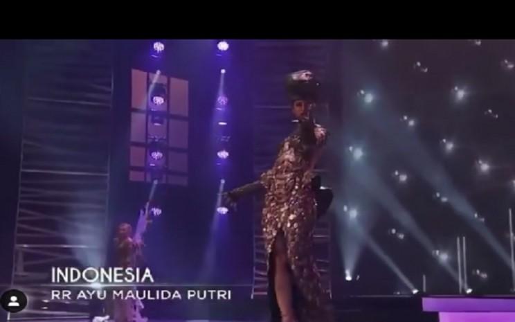 Puteri Indonesia 2020, Ayu Maulida, mencuri perhatian di  ajang Miss Universe berkat kostum unik bertajuk Komodo Dragon, Kamis (13/5/2021). - Instagram @ayumaulida97
