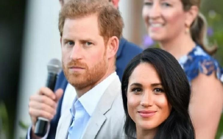 Pangeran Harry dan istrinya Meghan menghadiri acara untuk pemuda, komunitas dan pemimpin masyarakat sipil di Residence of the British High Commissiober di Cape Town, Afrika Selatan, Selasa (24/9/2019).  - Antara/Reuters