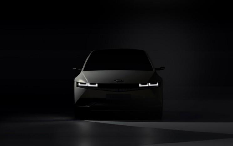 Ioniq 5 menghadirkan pengalaman baru melalui desain EV inovatif yang menggugah ikon pembentuk DNA desain Hyundai.  - Hyundai