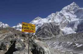 Khawatir Penyebaran Covid-19, China Batalkan Pendakian Everest Musim Semi Ini