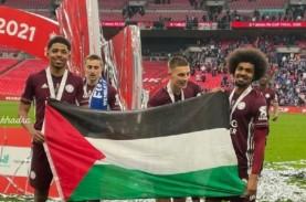 Pemain Leicester City Bentangkan Bendera Palestina…