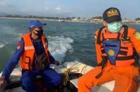 Terseret Ombak, Dua Wisatawan Hilang Laut Garut Saat…