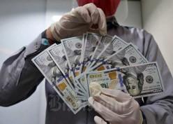 Dolar AS Sentuh Level Terendah Sejak Februari, Ada Apa Nih?