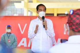 Bertolak ke Riau, Jokowi Tinjau Vaksinasi Massal &…