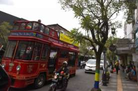 Duh! Jalan Braga Bandung Dicemari Pengamen yang Peras…