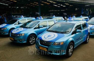 Blue Bird Mulai Operasikan Taksi Listrik, Sentrik Tambah Showroom