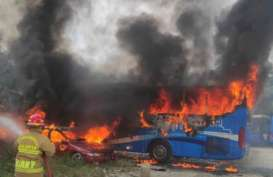 Satu Bus dan Dua Sedan Terbakar di Mampang Prapatan