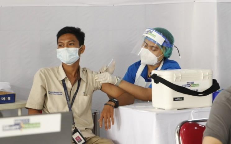 Vaksinasi Gotong Royong. OT Group memiliki lebih dari 20.000 karyawan yang tersebar di seluruh Indonesia.  - Ot Group