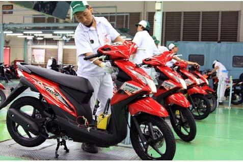 Ilustrasi motor injeksi.  - Honda