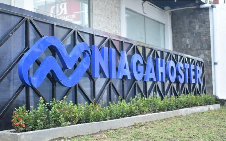 Niagahoster telah meluluskan 246 orang dari program Etalase Digital, WP Pro Course, dan Digital Marketing Course.  - Niagahoster