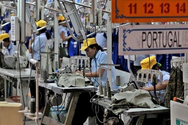 Pabrik tekstil Sritex - Antara/R. Rekotomo