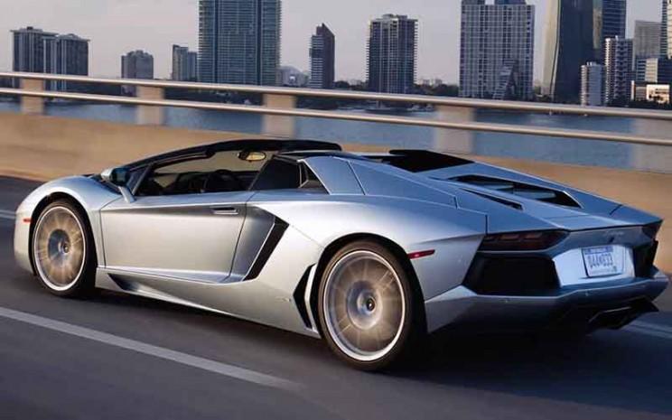 Lamborghini Aventador Roadster.  - Lamborghini