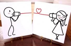 10 Cara Membuat Pria Jatuh Cinta Lewat Pesan Teks