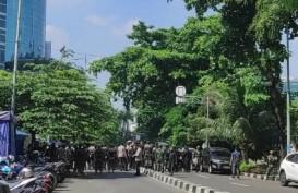 Kendaraan Lapis Baja Diturunkan, TNI-Polri Jaga Ketat Gedung Merah Putih KPK